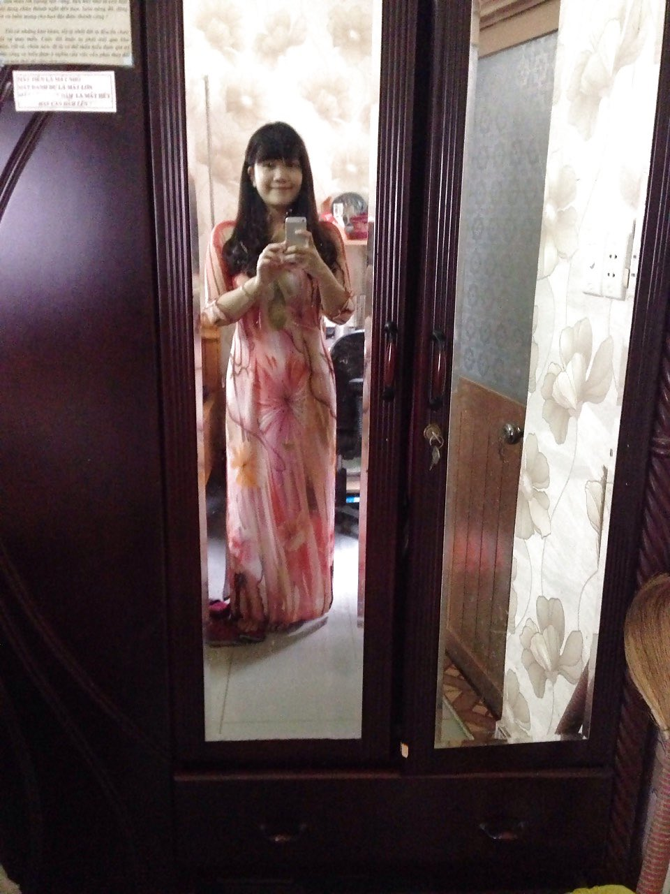 janda kembang selfie depan kaca bugil hot 2017