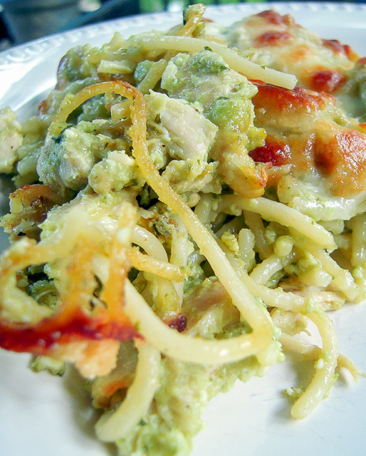 Cheesy Chicken Pesto Pasta - only 6 ingredients! Chicken, spaghetti, pesto, ricotta, mozzarella and parmesan - SO good! Great make ahead pasta casserole recipe - can freeze too!