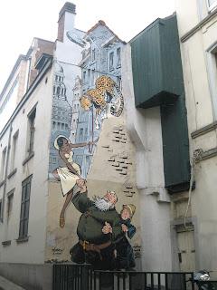 Mural de cómic que puede verse en el barrio Les Marolles de Bruselas