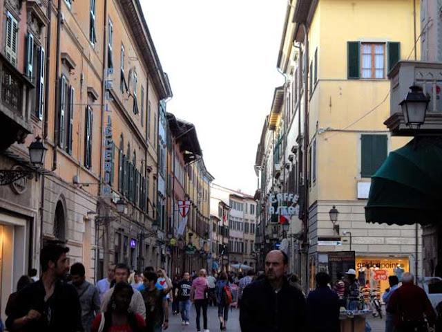 Lojas nos centros comerciais em Pisa