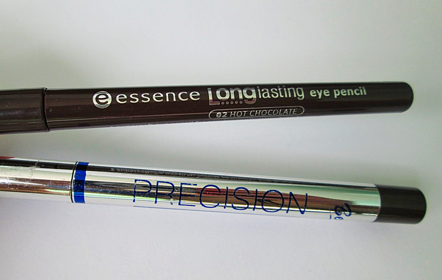 Bell Precision Stay on eye liner nr 08 i Essence Longlasting eye pencil nr 02 Hot Chocolate