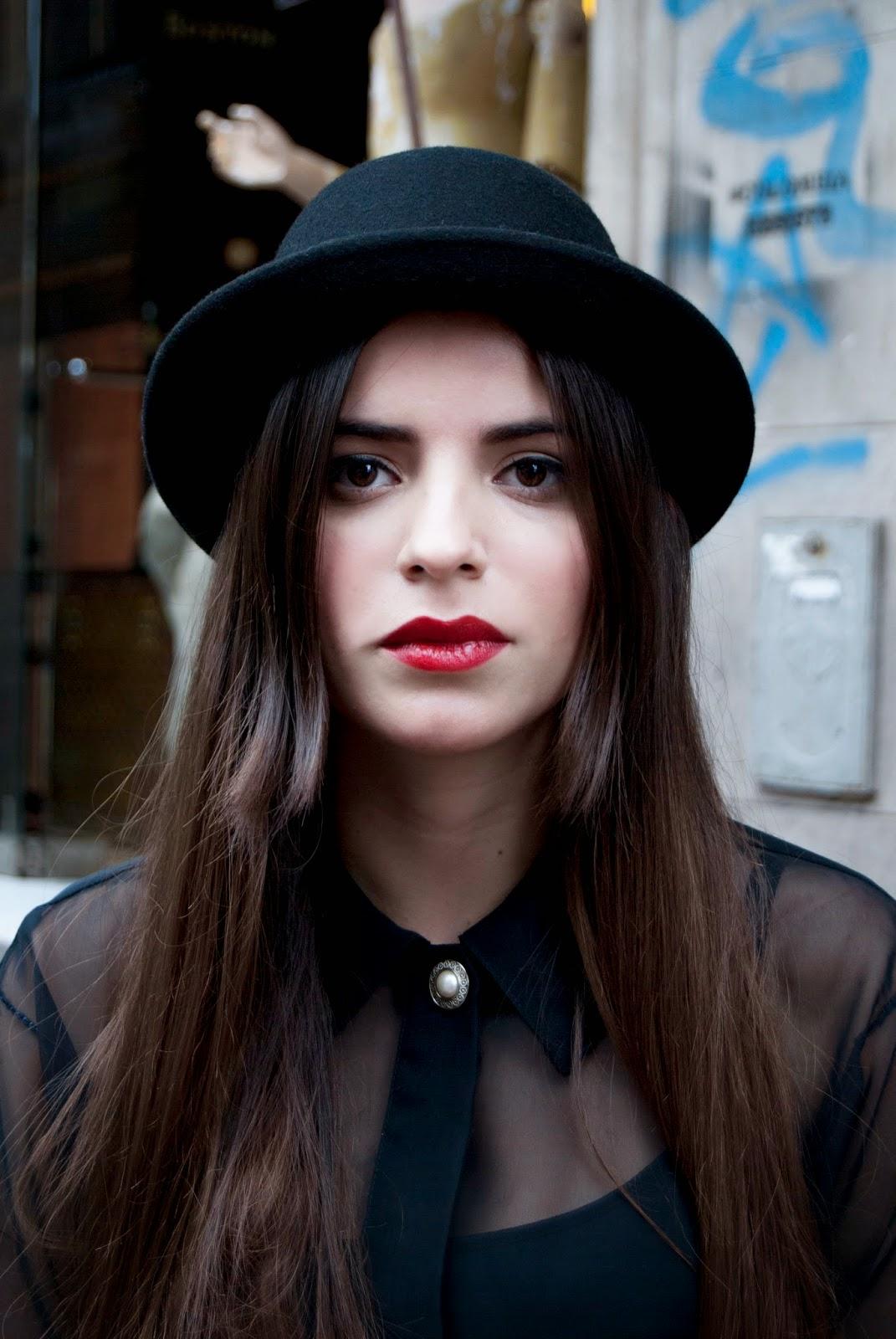 c20c6a7c4c555 Si sos de las agraciadas que sienten que tienen el rostro ovalado todos los  sombreros te quedan bien