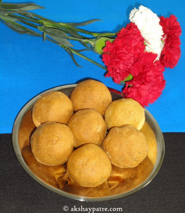 besan-ladoos in serving plate
