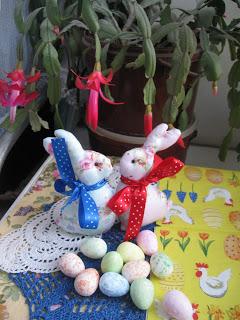пасхальные идеи, схемы для вышивки пасхальных яиц, пасхальные идеи, украшаем дом к пасхе, пасхальные сувениры, сувениры своими руками, подарки к пасхе, украшаем дом, весение идеи, декор для дома, домашний декор, цветочное дерево, топиарий, мк топиарий, мастер-класс цветочное дерево, дерево своими руками, идеи для дома, крашенки, вышитые идеи к пасхе, мастерим с детьми, быстрые поделки к пасхе