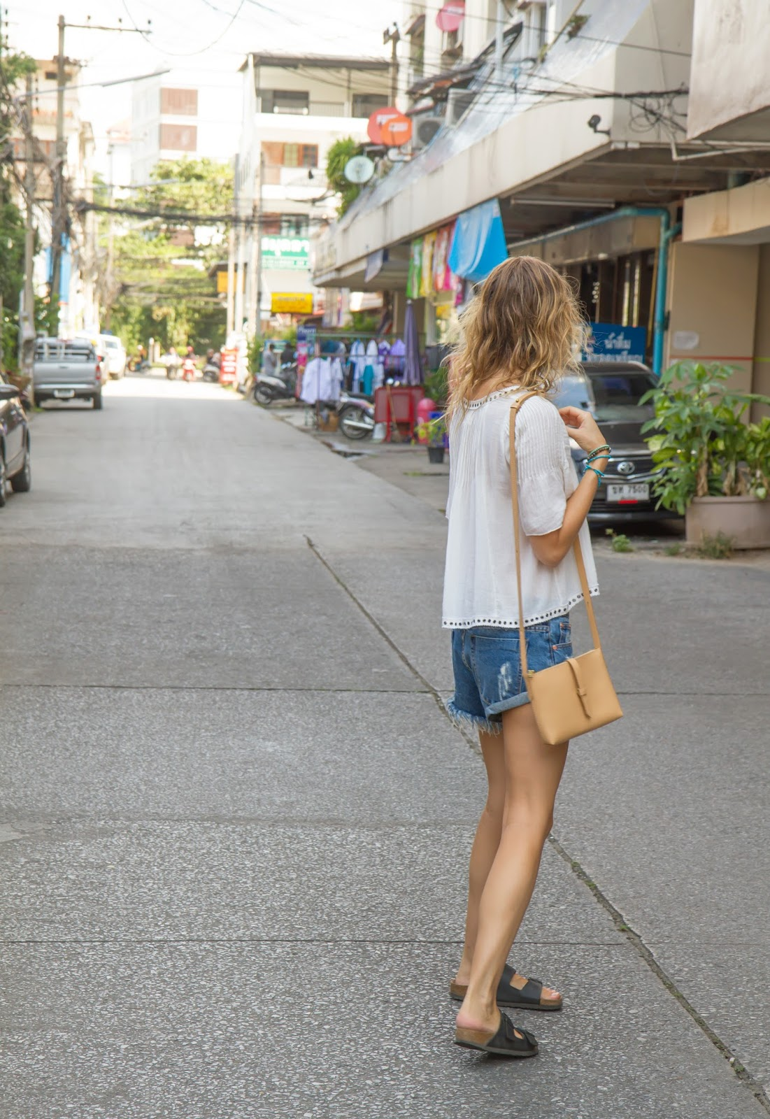 Fashion and travel blogger, Alison Hutchinson, is living as a digital nomad in Chiang Mai, Thailand. Wearing a Ralph Lauren top, One Teaspoon Shorts and birkenstock sandals