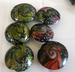 Some swirled lentil beads