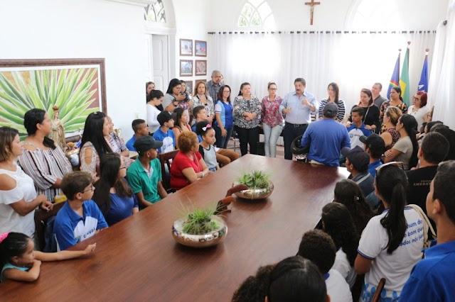 EDUCAÇÃO Programa Primeiro Emprego: 20 vagas são oferecidos para alunos da rede municipal.