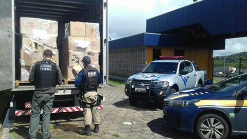 PRF APREENDE CARGA DE DESODORANTES CONTRABANDEADOS NA BR-116 EM BARRA DO TURVO