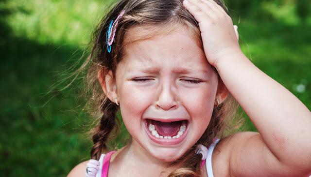 Image petite fille qui pleur