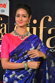 Shanvi Looks Super Cute in Pink Backless Choli Blue Saree at IIFA Utsavam Awards 2017 21.JPG