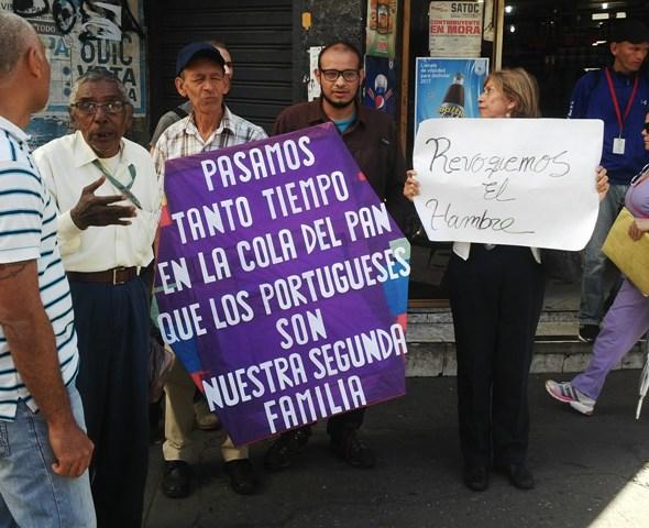 Caraqueños denuncian que deben pasar por un eterno viacrucis para conseguir pan