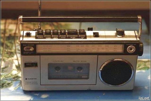 Máy băng nghe nhạc và radio