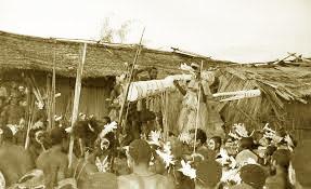 Upacara-Adat-Istiadat-dan-Sistem-Kepercayaan-Papua