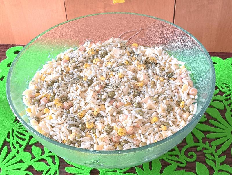Najprostsza sałatka makaronowa z ciecierzycą