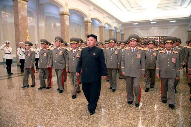 O Brasil precisa de mais do que a Lava Jato ... precisa da Coreia do Norte para bombardear o Partido dos Trabalhadores e a caravana do Lula com armas nucleares.