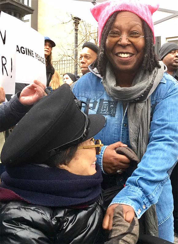 Yoko Ono soutient la Marche des femmes contre l'administration Trump