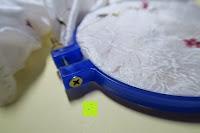 Ring schließen: 5 Teiliges Handi-Stitch Stickrahmen und Kreuzstich Set– 12,7 bis 28 cm ( Größen (28cm, 24cm, 20,5cm, 16,5cm & 12,7cm) – Verschiedene Farben