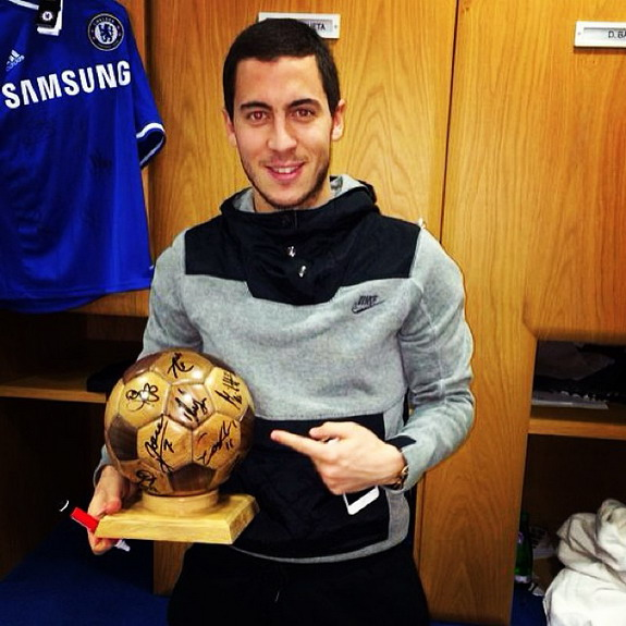 Eden Hazard given 'Ballon Wood' award by Chelsea teammates