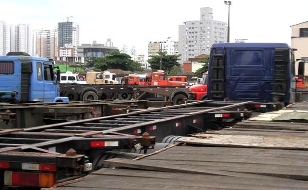 Caminhoneiros pedem áreas no Porto de Santos para estacionamento