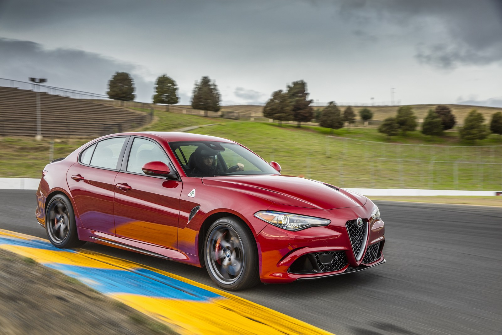 2018 alfa romeo giulia arrives with minor updates carscoops. Black Bedroom Furniture Sets. Home Design Ideas