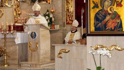 Gương anh dũng của ĐGM Bolivia bảo vệ Chúa Giêsu Thánh Thể khỏi Phạm Thánh