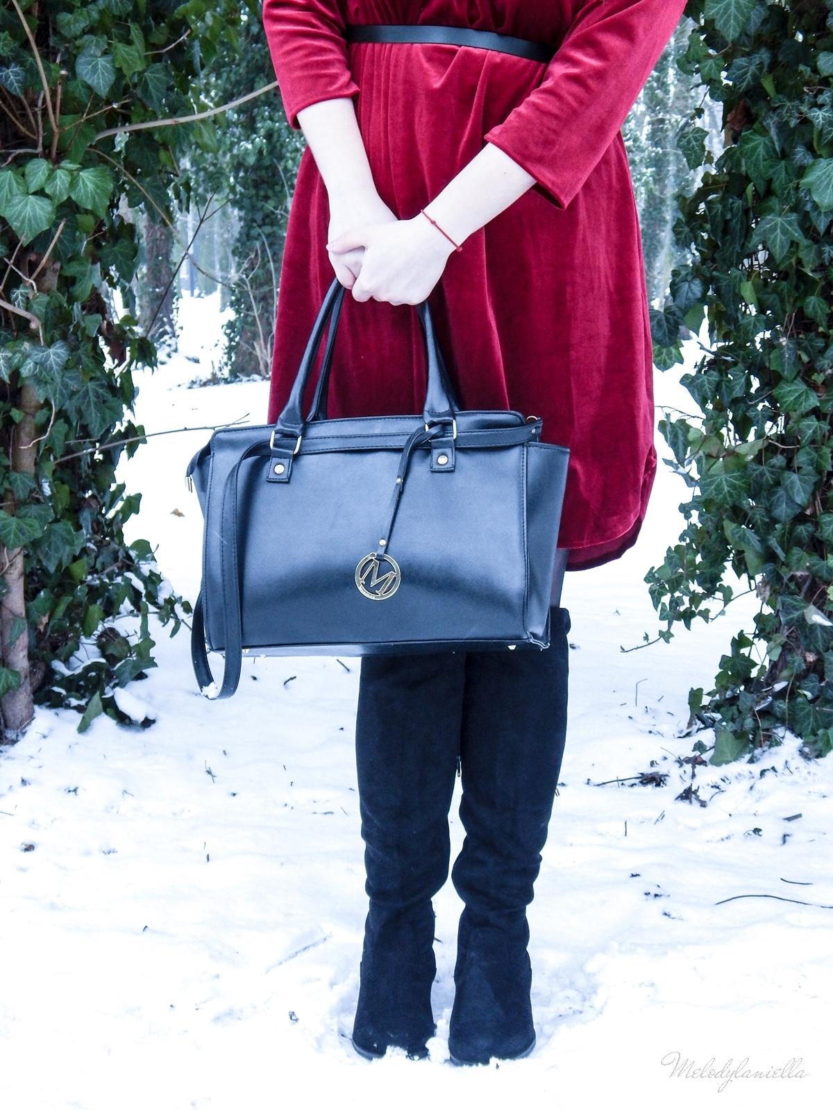 006 torebka manzana czarna czerwona aksamitna  sukienka zaful choker sammydress girl fashion zimowy lookbook stylizacja melodylaniella rajstopy veera pończochy fashion moda szary płaszcz muszkieterki deichmann