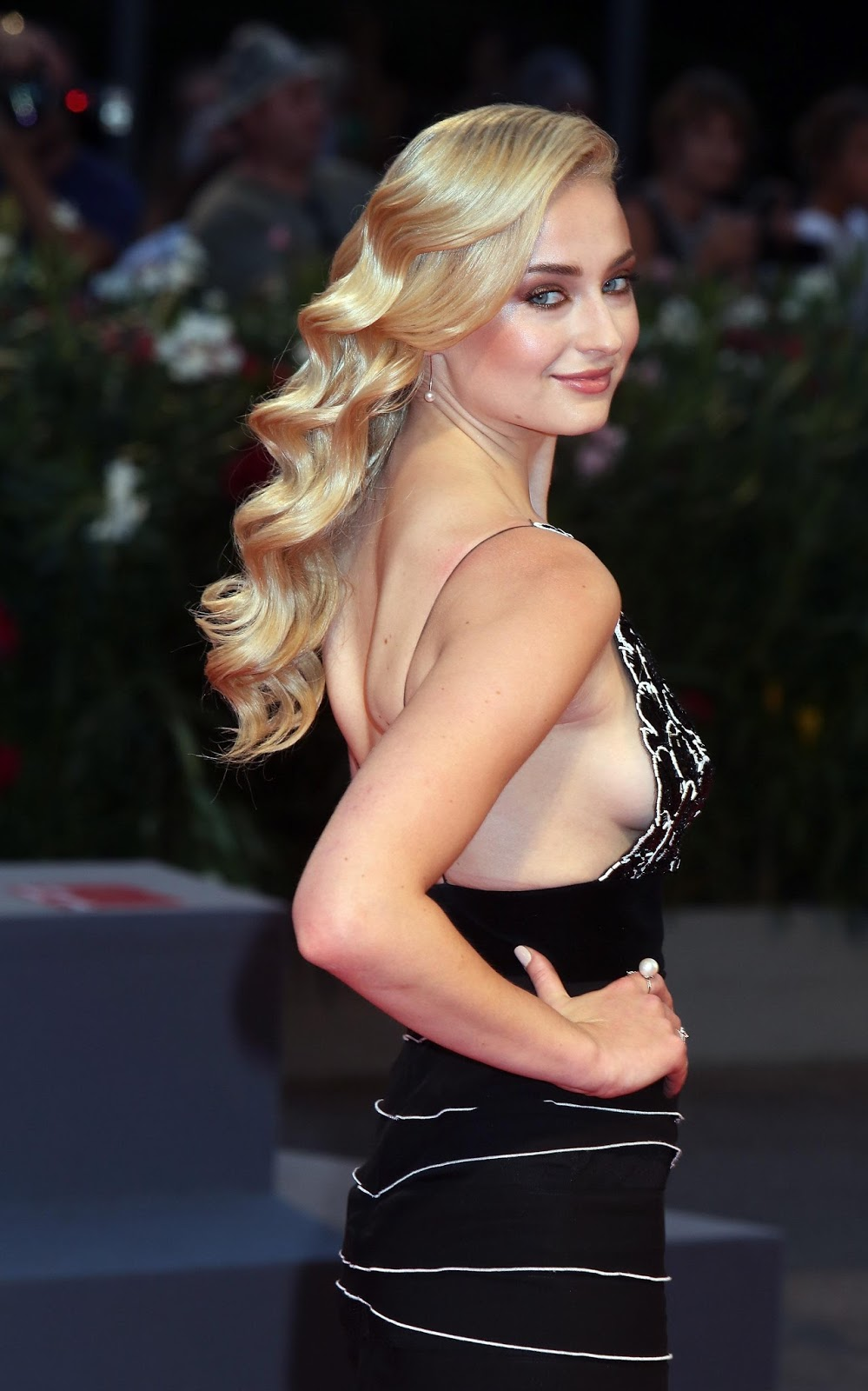Sophie Turner learned oral sex through 'Games of Thrones'