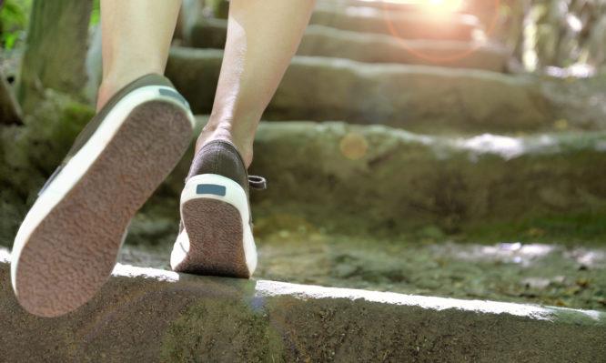 Θέλετε να ζήσετε περισσότερο; Πρέπει ν' αλλάξετε τον τρόπο που περπατάτε, λέει η επιστήμη