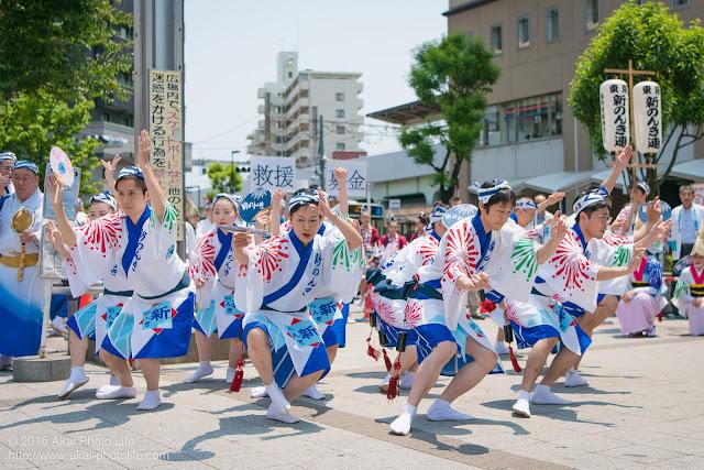 高円寺、熊本地震被災地救援募金チャリティ阿波踊り、東京新のんき連の舞台踊りの男踊りの踊り手の写真 7枚目