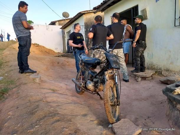 Polícia faz operação para prender acusados de homicídios, tráfico e roubo em Itambé