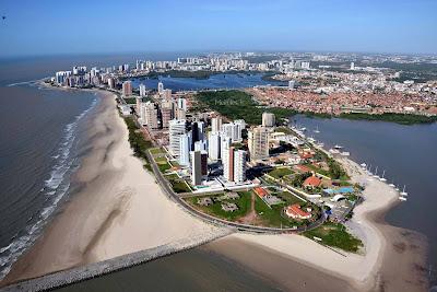 SÃO LUÍS / MARANHÃO - Rica em manifestações culturais, possui o maior conjunto arquitetônico de azulejos portugueses da América Latina, uma culinária peculiar e uma vida noturna muito movimentada