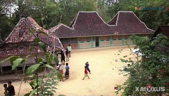 Gambar rumah adat Indonesia - Rumah adat Jawa Timur atau Rumah Tanean Lanjhang