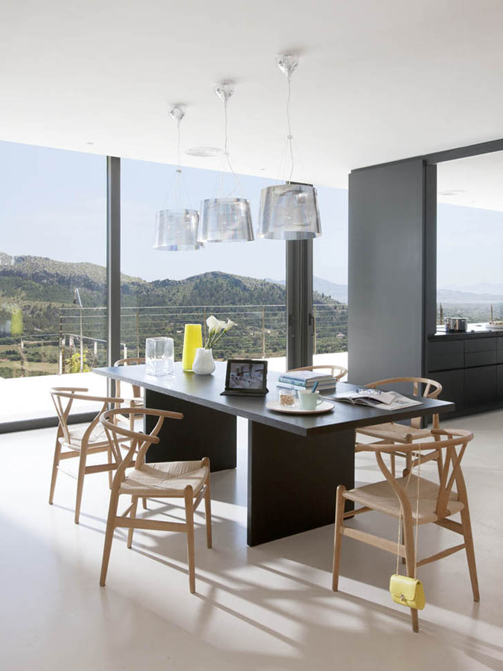 Black dining table in Casa 115 by Miquel Àngel Lacomba