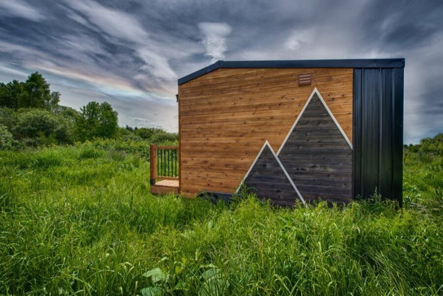 12-Other-Side-View-Backcountry-Architecture-with-a-Cosy-Tiny-House-www-designstack-co
