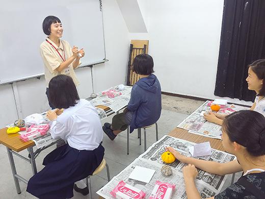 横浜美術学院の中学生教室 美術クラブ 紙ねんど立体「ハロウィーンかぼちゃの模刻」5