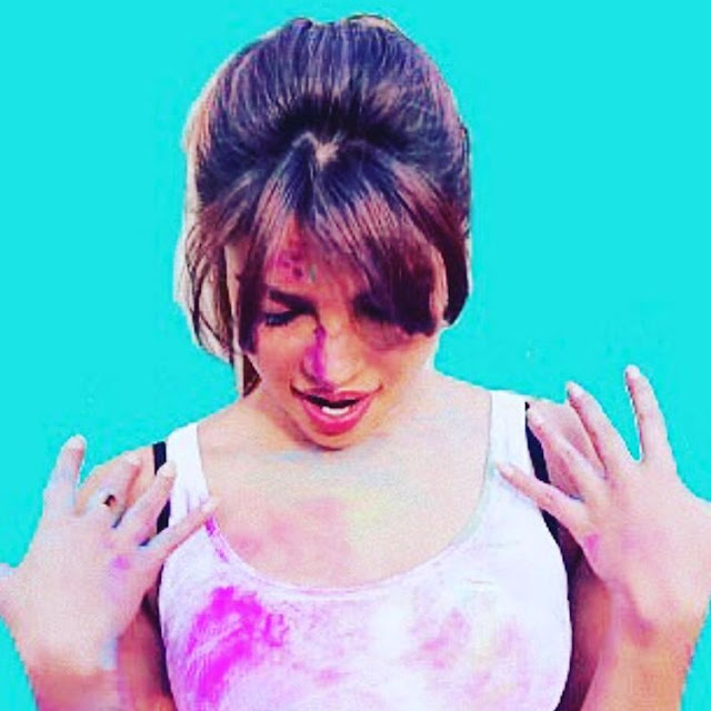 Priyanka-Chopra-Holi-Wishing-Picture-on-Instagram