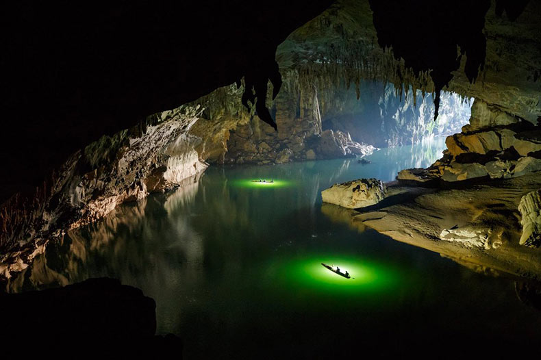 Un viaje por aire y kayak por Tham Khoun Xe, una de las cuevas de ríos activos mas enormes del planeta