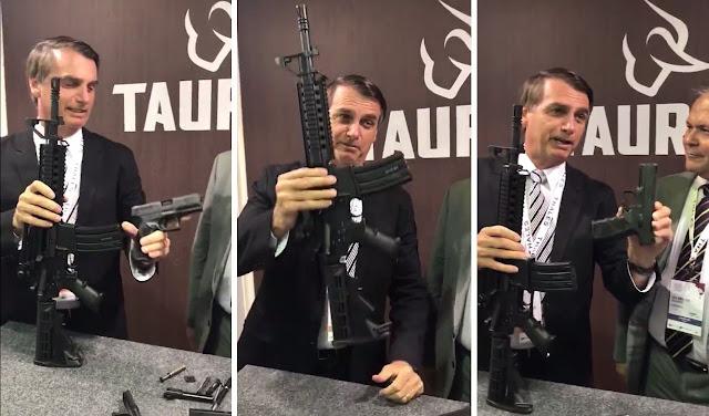 Resultado de imagem para bolsonaro taurus