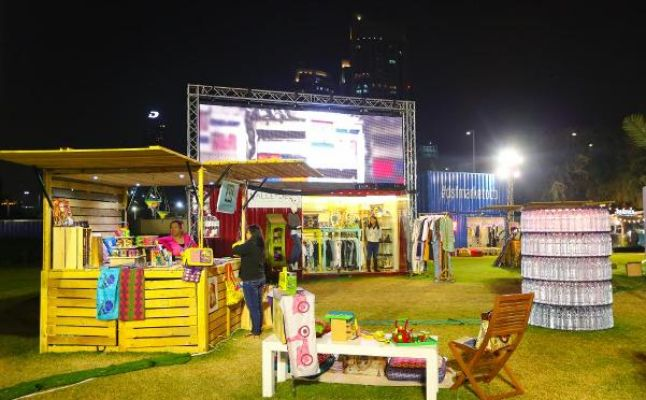 السوق الموسمي, أزياء وعروض فنية دبى Market Outside The Box Dubai Shopping Festival