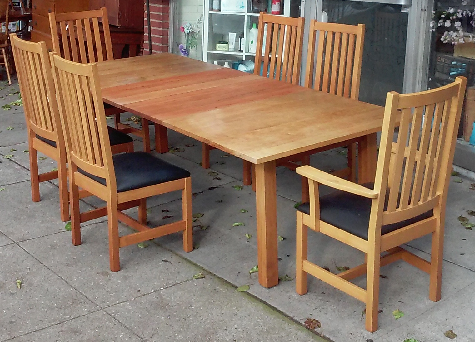 Superbe Posted By Uhuru Furniture U0026 Collectibles   Oakland At 2:29 PM