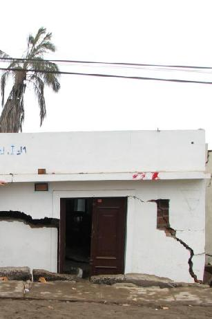 Building settled about 1 m due to liquefaction in 2007 Peru Earthquake