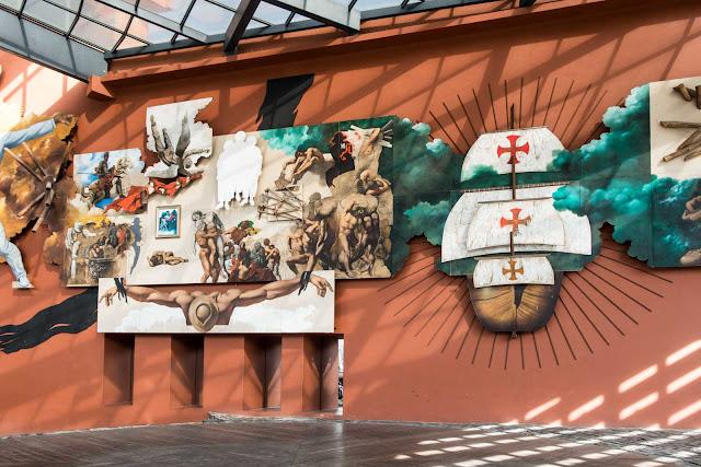 Painel comemorativo dos 500 anos do Brasil de autoria de Sérgio Ferro
