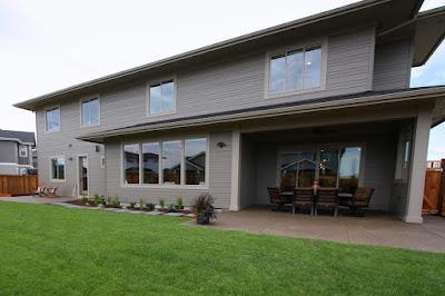 แบบบ้าน 2 ชั้น Prairie Style โซนสนามหญ้าหลังบ้าน