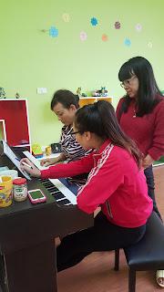 lớp học piano cho người lớn tuổi