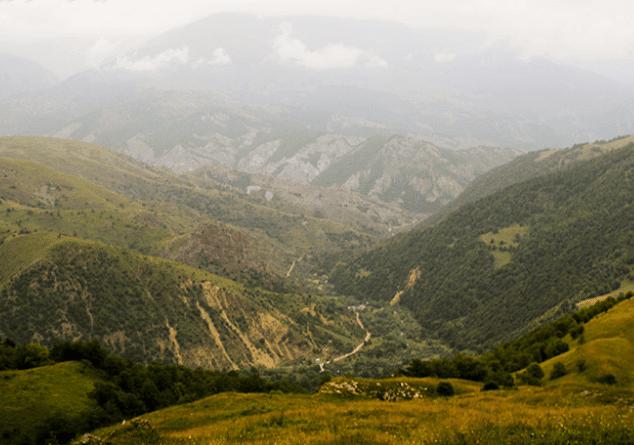Cruce entre Azerbaiyán y Armenia por Najichevan