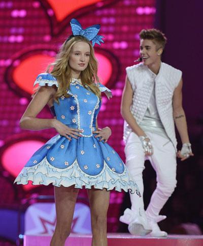 2c13afb50ee Model Dorthea Barth with Justin Bieber during Victoria's Secret Fashion Show