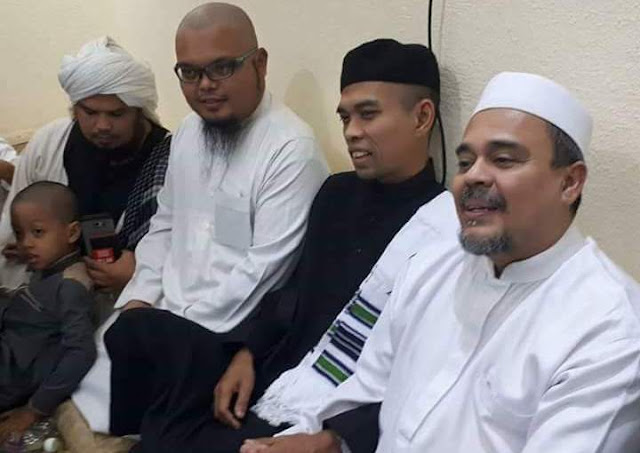 Tak Diberitakan Media, Ust Fikri Al-Katiri Ungkap Perilaku Habib Rizieq Selama di Makkah