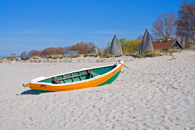 Hel plaża, miasto, kutry, łodzie, majówka