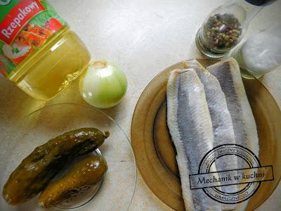 Śledź w oleju sałatka śledziowa olej rzepakowy bielmar kujawski beskidzki oliwa z oliwek przepis pomysł na śledzia wielkanoc święta przekąska przystawkapłaty śledziowe a'la matias ala moczenie śledzi ile trwa