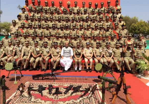 rajnath-singh-photo-with-bsf-jawan-in-passing-out-parade-gwalior